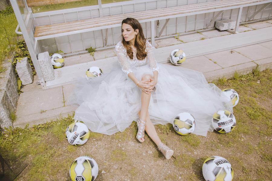 Fußball lilli Hollunder Bundesliga Spielball 90 Minuten spielerfrau